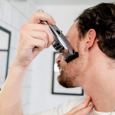 3-Tage-Bart trimmen: Anwendung Barttrimmer im Wangenbereich