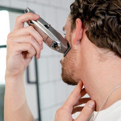 Barttrimmer Anwendung Wangenbereich